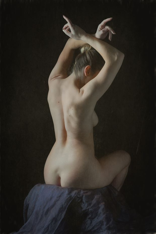 classical pose artistic nude photo print by photographer colin dixon