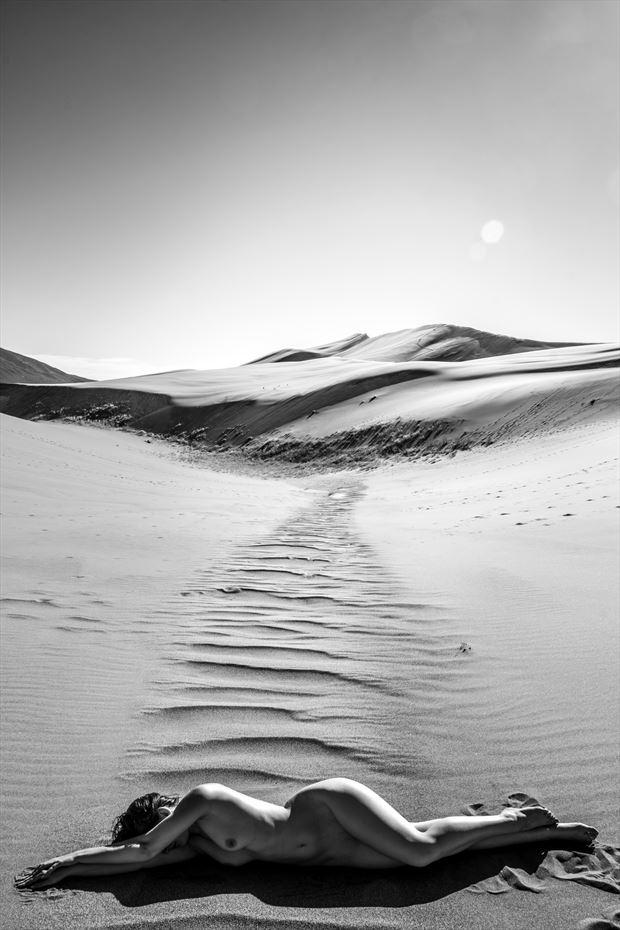 desert scene 1v artistic nude photo print by photographer gunnar