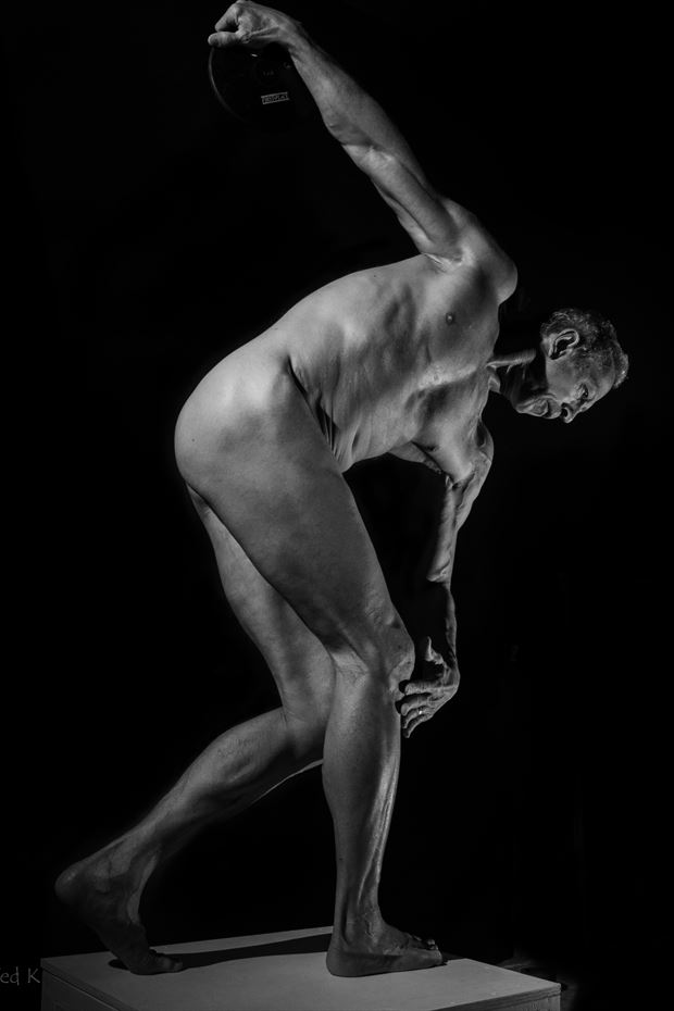 discobolus in b w artistic nude photo print by model artfitnessmodel