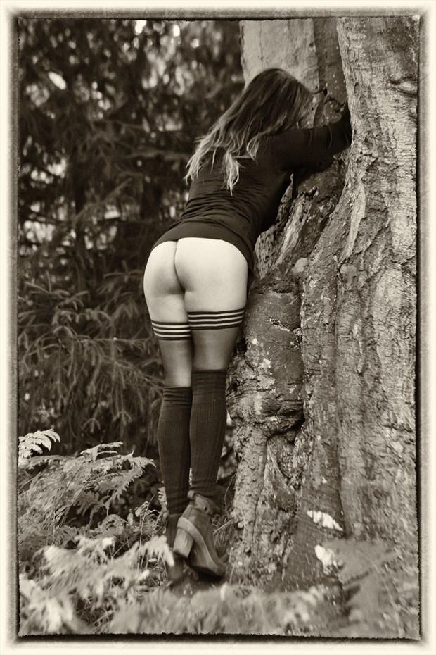 getting grip Artistic Nude Photo print by Photographer BenGunn