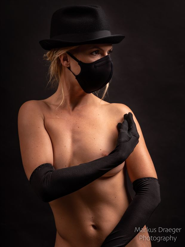 the lady with the mask artistic nude photo print by photographer mdraeger