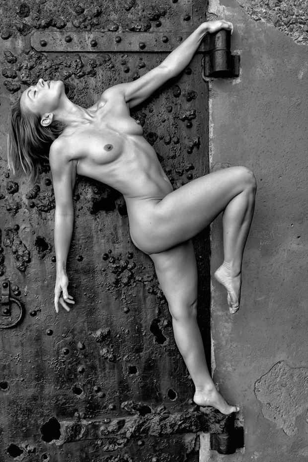 unhinged artistic nude photo print by photographer philip turner